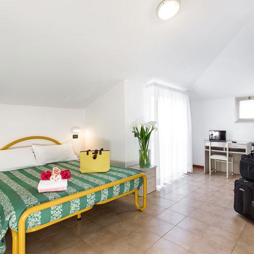 zimmer mit klimaanlage und komfort hotel garden igea marina. Black Bedroom Furniture Sets. Home Design Ideas